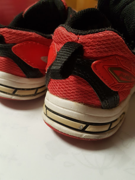 靴のゴムの部分の名前を消す方法で油性ペンの場合は?